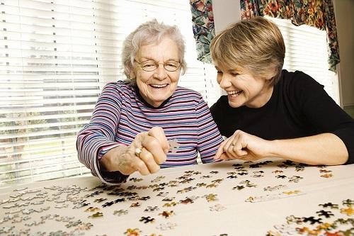 Игры для пожилых людей в пансионате дома интернаты для престарелых в швеции